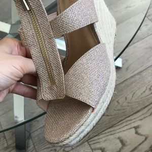 Expression Shoes - Gold Leyah Expression Wedge Sandals Size 9
